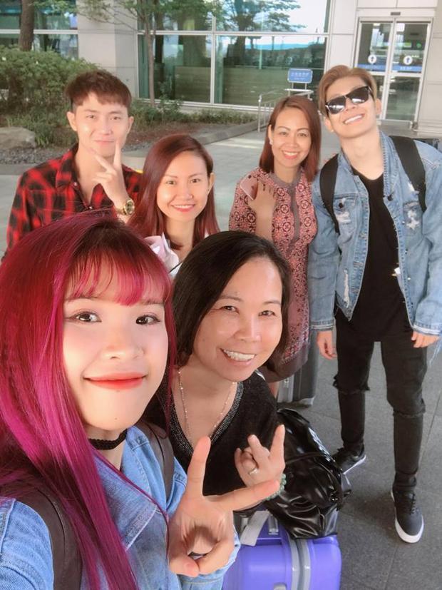 """""""Đại gia đình đã có mặt tại Seoul"""" - Khởi My khoe với các fan cả gia đình đã tới Hàn Quốc."""