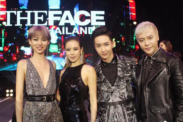 HLV Cris Horwang chụp ảnh cùng nhà sản xuất The Face Việt Nam, Quán quân Phí Phương Anh và Key (Monstar).