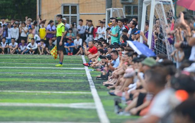 Trận giao hữu nhận được sự quan tâm rất lớn từ các sinh viên và người dân địa phương, hàng nghìn khán giả đã tới cổ vũ trận đấu và ủng hộ tiền cho trận đấu để gây quỹ từ thiện.