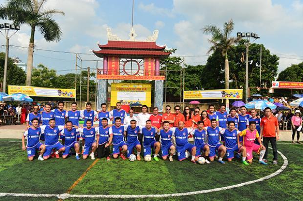 CLB V-Stars đã có trận giao hữu cùng các giảng viên, sinh viên trường ĐH Sao Đỏ.
