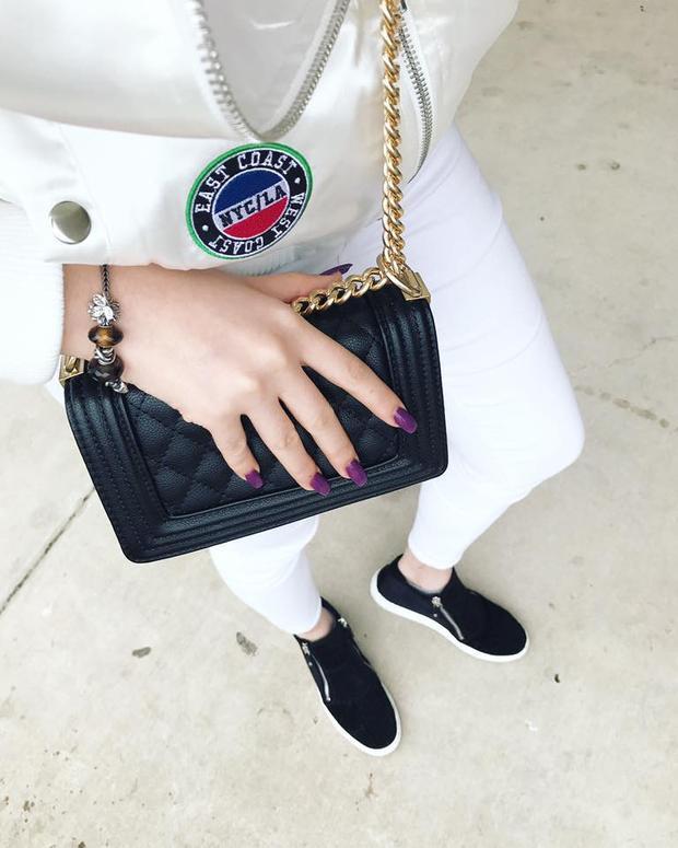 Chiếc túi Chanel Boy họa tiết quả trám được rất nhiều tín đồ thời trang yêu thích, Bảo Trang cũng không ngoại lệ.