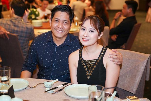 Hai vợ chồng Đức Thịnh - Thanh Thúy cùng nhau đến chúc mừng đồng nghiệp Hồng Ánh.
