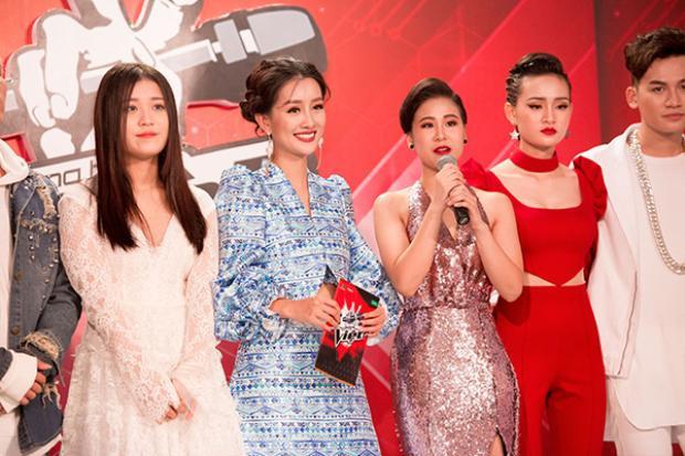 Không khí tại trường quay The Voice đã rất căng thẳng nên với vai trò MC, Quỳnh Chi tự thấy phải giúp cho chương trình luôn vui vẻ, sôi động hơn nữa.