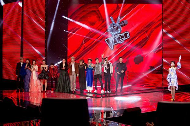 Quỳnh Chi đảm nhận vai trò MC The Voice.