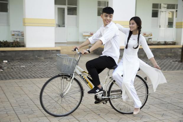 MV được Hoàng Yến lấy cảm hứng từ truyện Cô gái đến từ hôm qua, đồng thời cũng chính là kịch bản phim điện ảnh mà cô tham gia vai thứ chính.