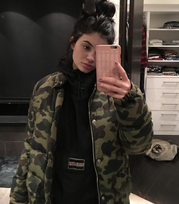 Kylie Jenner ư? Nàng chẳng bao giờ đứng ngoài dòng chảy đắt giá nào.