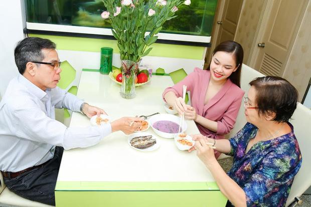 Giang Hồng Ngọc dốc sạch tiền dành dụm mua nhà tặng bố mẹ nhân Ngày của mẹ