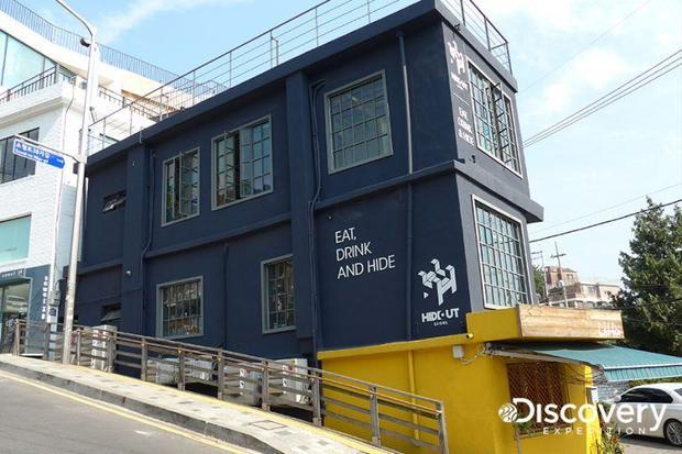 Kim Min Joon cũng điều hành nhà hàng nổi tiếng HIDEOUT Seoul nằm ở quận Itaewon.