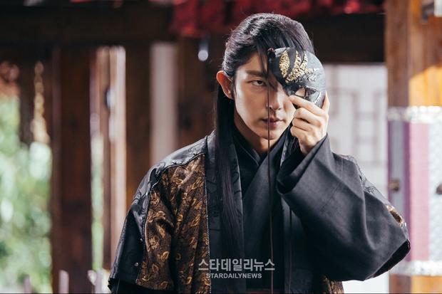 """Dù vai diễn Tứ thái tử Wang Soo trong Scarlet Heart: Ryeo đã rất """"ngầu"""", nhưng Lee Jun Ki vẫn muốn tìm cho mình một bộ phim """"nặng đô"""" hơn nữa."""