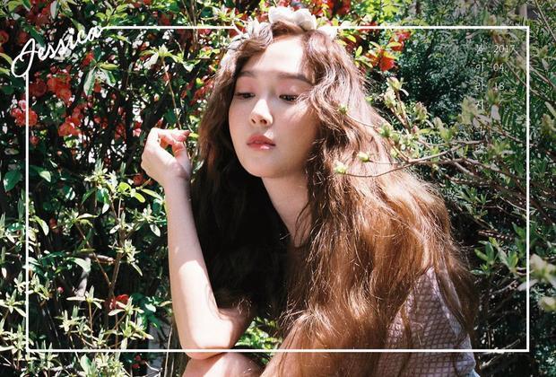 Jessica vẫn là cô tiểu thư xinh đẹp, sang chảnh trong những sản phẩm âm nhạc solo.