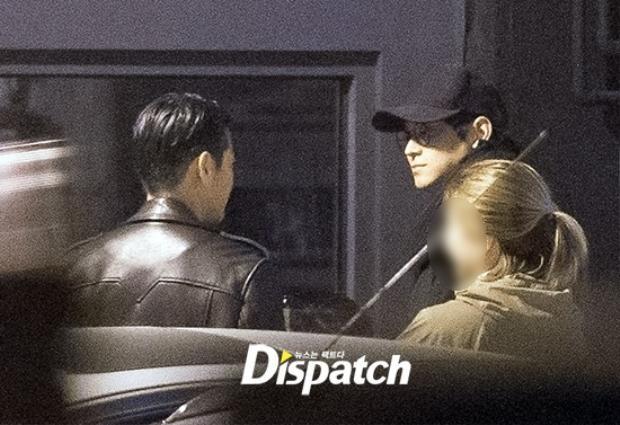 Kang Dong Won có vẻ rất thân thiết với nam diễn viên Bae Jeong Nam.