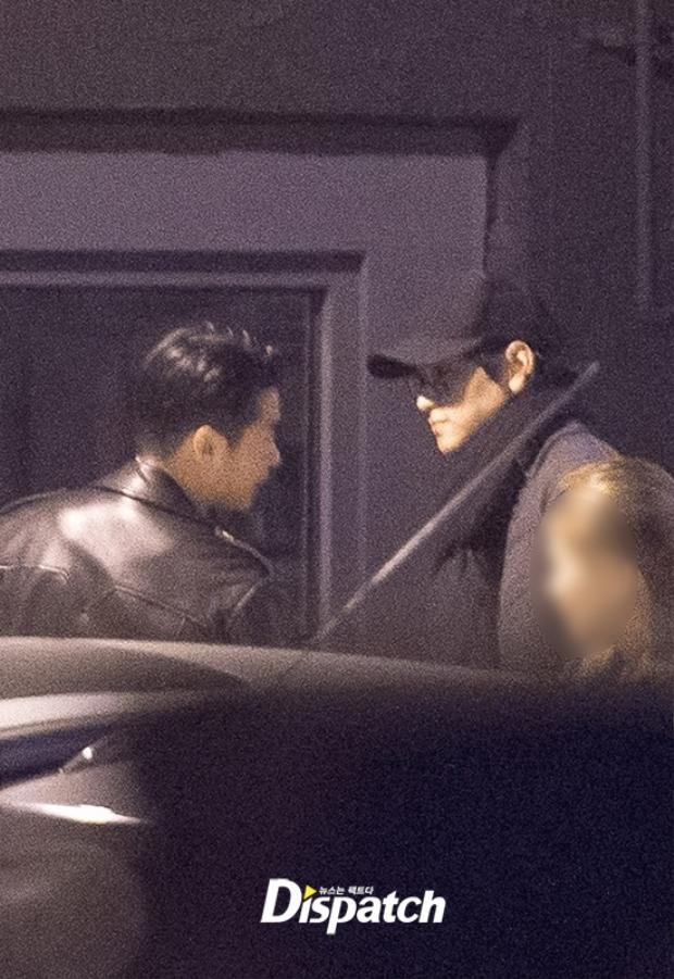 Dispatch tung ảnh Kang Dong Won đi bar cùng bạn bè sau thời gian ở ẩn vì bê bối gia đình