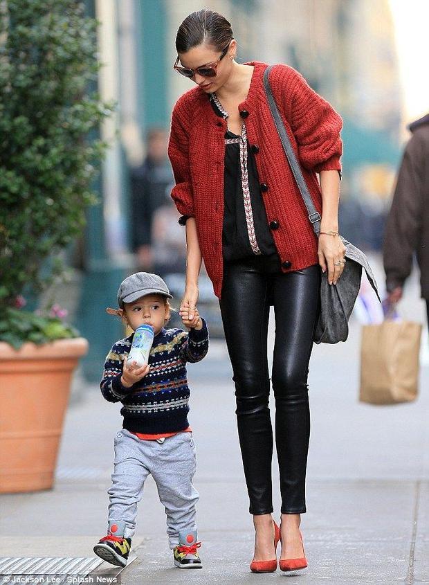 Ngay từ khi bé xíu, Flynn đã ăn mặc sành điệu.