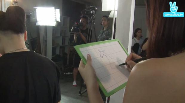 Quỳnh Anh Shyn tham gia thử trách vẽ tranh.