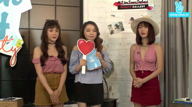 Kết thúc chương trình, ba cô nàng liên tục bắn tim cho fan.