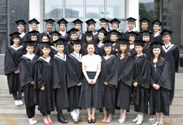 Hình ảnh bạn bè trong lớp của Trịnh Sảng.