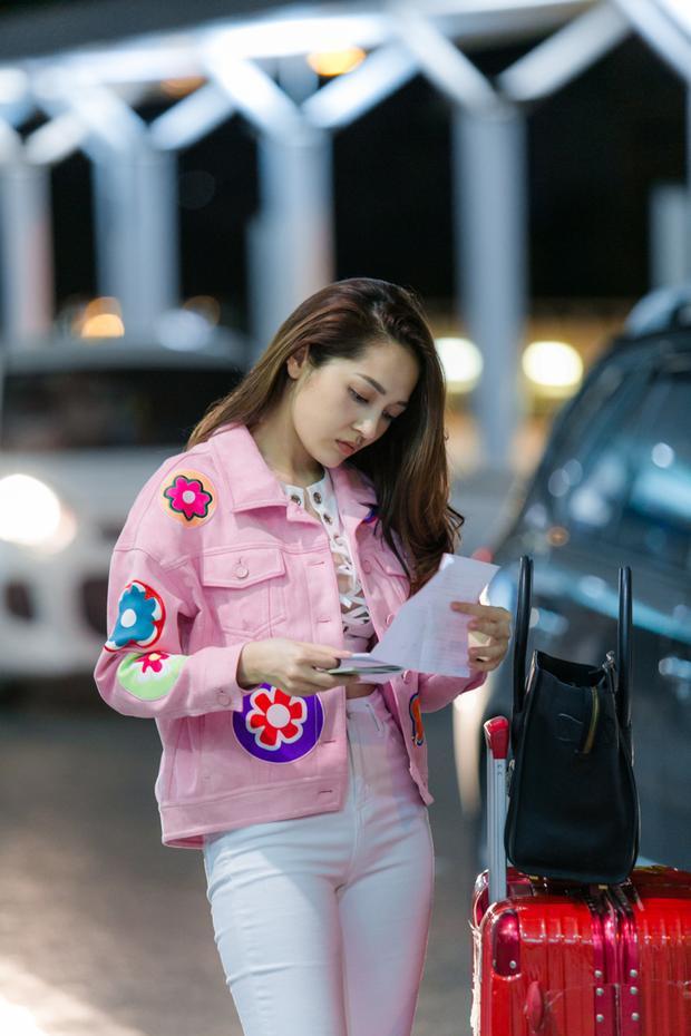 Đây là sản phẩm khai màn năm 2017 ghi được dấu ấn của nữ ca sĩ bên cạnh chàng người mẫu nóng bỏng Hữu Vi.