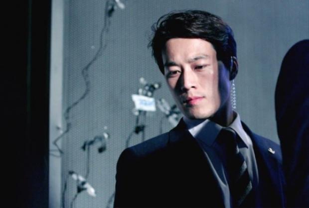 Tiết lộ danh tính vệ sĩ soái ca gây sốt của tân Tổng thống Hàn Quốc