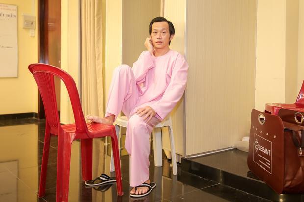 Hoài Linh luôn đòi hỏi bản thân và bạn diễn phải chỉn chu từ tạo hình đến diễn xuất.