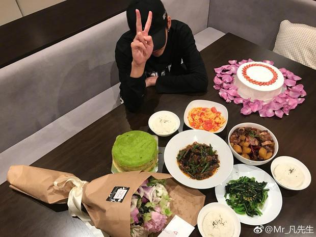 Kris, Z. Tao cùng dàn sao Hoa ngữ đi chợ nấu ăn mừng Ngày của Mẹ