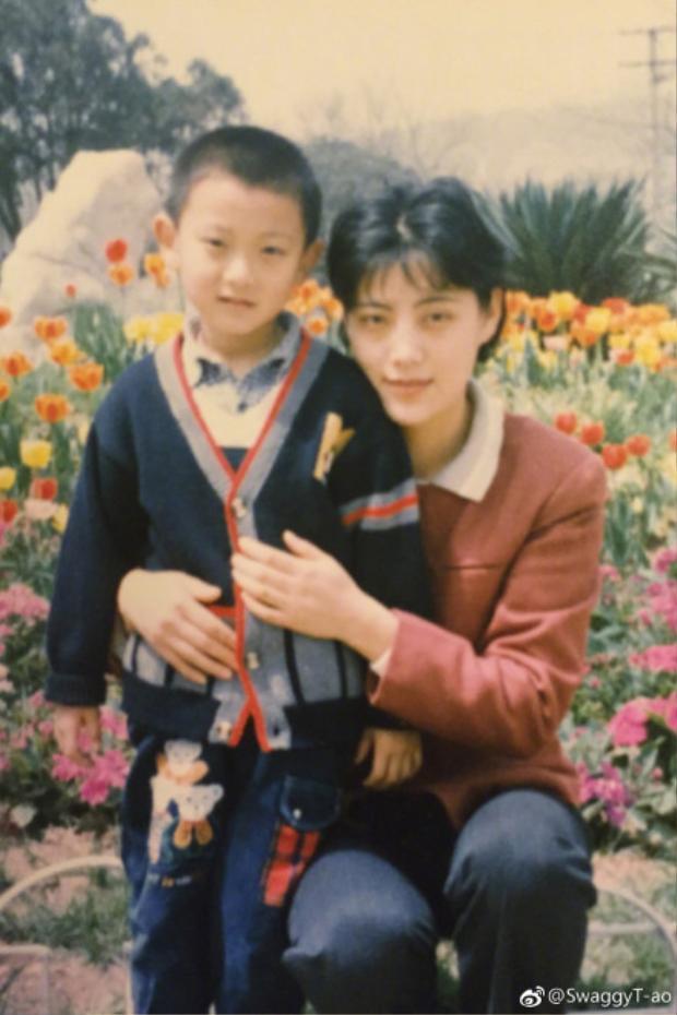 Z. Tao không những chúc mừng Mẹ của mình mà còn chúc Mẹ của những người hâm mộ anh có một ngày đặc biệt vui vẻ.