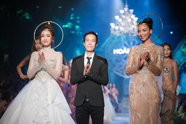 Hoàng Hải một lần nữa khẳng định tên tuổi, vị thế của anh trong làng thời trang Việt đồng thời thể hiện tài năng của mình khi theo đuổi dòng thời trang Haute Couture một cách đầy ngoạn mục. Chúc mừng anh!