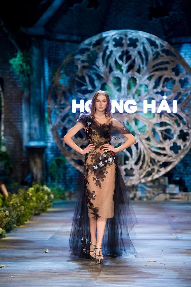 Chất liệu vải cao cấp giúp những thiết kế của anh sang trọng, đẳng cấp thể hiện phong cách thời trang Pháp do sự cảm nhận của một NTK Việt.