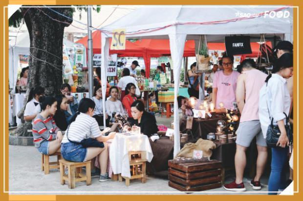 Phiên chợ cuối tuần với các hoạt động sôi nổi thu hút các bạn trẻ như mua sắm, trao đổi quần áo, vẽ henna, bói bài và khu ẩm thực đa dạng.