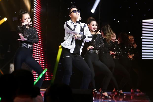 Anh Đức học trò Thu Minh hát Moves Like Jagger phá cách với vũ điệu Gangnam style đốt nóng The Voice