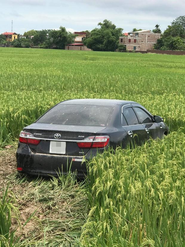 Cận cảnh chiếc ô tô gây tai nạn, lái xe đang bị tạm giữ để điều tra.