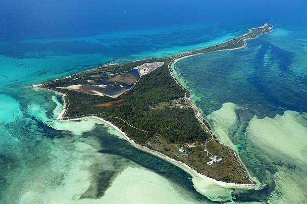 Bird Cay có diện tích hơn 1 triệu m2 với đường bờ biển dài 7,6 km. David Beckham được cho là sẽ mua hòn đảo này với mức giá khoảng 7 triệu bảng Anh.