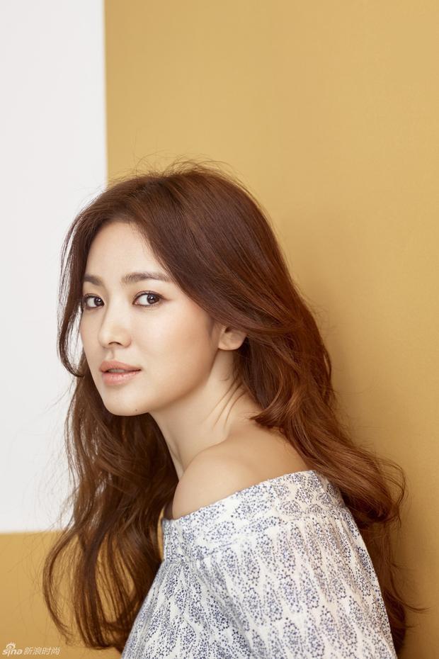 Mẹ của Song Hye Kyo khóc thét khi con gái bị đe dọa tống tiền và tạt axit