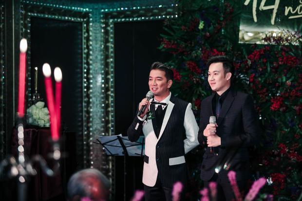Phát hiện chất giọng tốt của em trai Hoài Linh, Đàm Vĩnh Hưng đã thuyết phục gia đình nam danh hài cho Dương Triệu Vũ bước vào con đường ca hát.