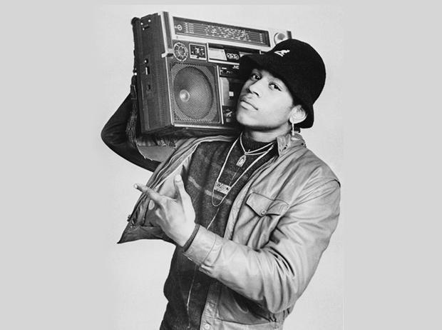 Rapper huyền thoại của làng Hip hop đã tạo cú hích thời trang với mũ bucket.