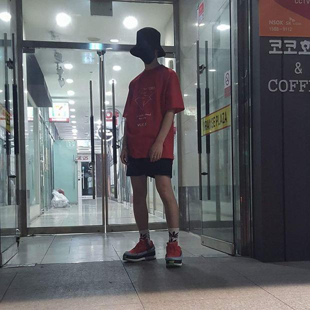 Mũ bucket + khẩu trang hứa hẹn sẽ là màn kết hợp lên ngôi trong phong cách streetwear mùa hè này.