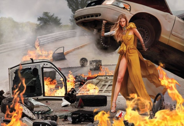 Nhìn vào tôi đây, tôi là Karlie Kloss ! Bộ ảnh tượng trưng cho nữ quyền sẽ lên bìa tạp chí vào tháng 6 tới này.