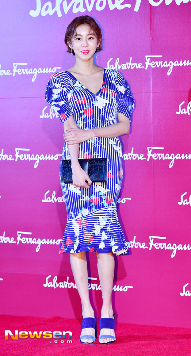 Từ lúc nào loạt mỹ nữ Hàn lại yêu chuộng thiết kế của Salvatore Ferragamo đến thế này?