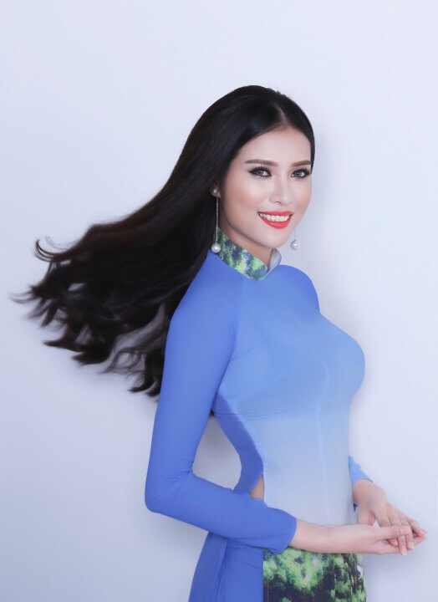 Từng đoạt giải Người đẹp ảnhtại một cuộc thi hoa khôi vào năm ngoái, Hồng Quỳnh đầy tự tin đến với Hoa hậu Hoàn vũ Việt Nam trong tư thế sẵn sàng chiến đấu.