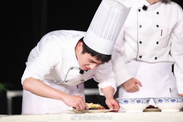 Một chàng trai đẹp nhất là khi vào bếp nấu ăn…