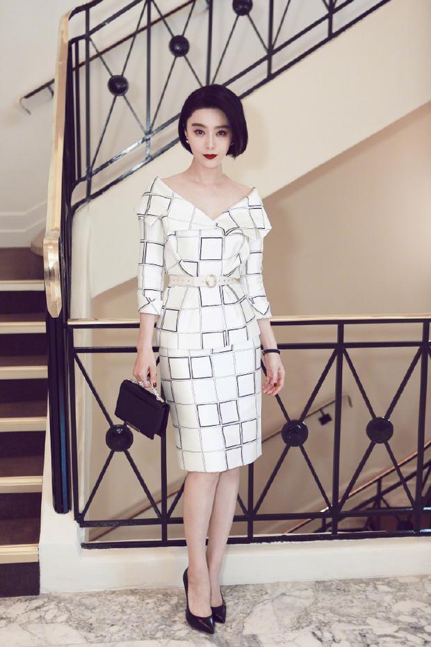 """Hình ảnh mới mẻ này chính là cột mốc lớn đánh dấu sự thay đổi """"chỉ có thể đẹp hơn"""" của một trong mỹ nhân giàu nhất Trung Quốc."""