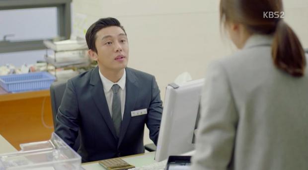… khiến khán giả chợt nhớ đến Yoo Ah In trong Hậu duệ mặt trời.