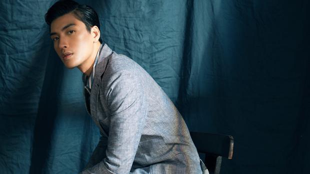 """Sau một thời gian ít xuất hiện trên truyền thông để tập trung cho công việc kinh doanh, mới đây Quang Đại - người mẫu hàng đầu và cũng là một trong những """"chàng thơ"""" của NTK Trần Minh Dũng - đã xuất hiện trở lại trong bộ ảnh thời trang mới."""