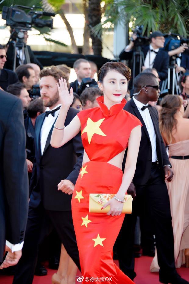 Bất chấp phạm luật, sao hạng bét xứ Trung diện trang phục hình quốc kỳ lên thảm đỏ Cannes