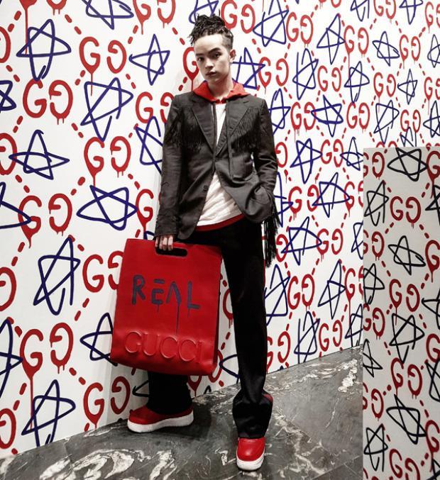 Đã nhiều lần xuất hiện tại các sự kiện thời trang quốc tế, Kelbin Lei đều ghi điểm và để lại ấn tượng khá tốt. Vì thế ở sự kiện lần này, anh cũng rất hào hứng và chuẩn bị chu đáo.