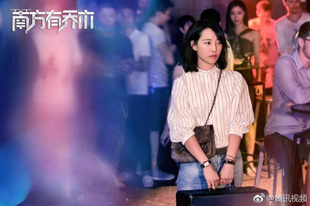 Fan bấn loạn với loạt ảnh đầu tiên của Trần Vỹ Đình trong Nam phương hữu kiều mộc