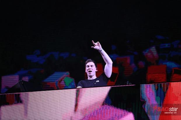 """DJ Top 3 thế giới chơi set nhạc """"đốt cháy"""" 20.000 khán giả."""