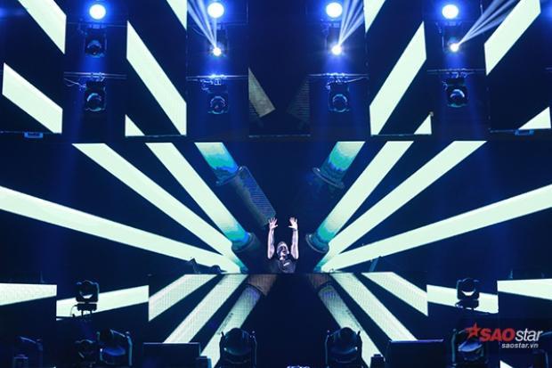 DJ Top 3 thế giới Hardwell cháy hết mình cùng 20.000 khán giả Hà Nội