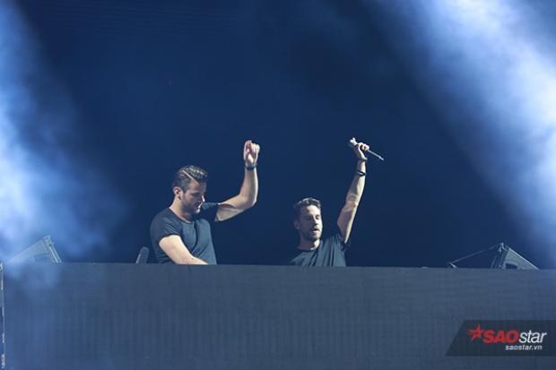 Cặp đôi DJ/ Producer người Đức Jewelz & Sparks.