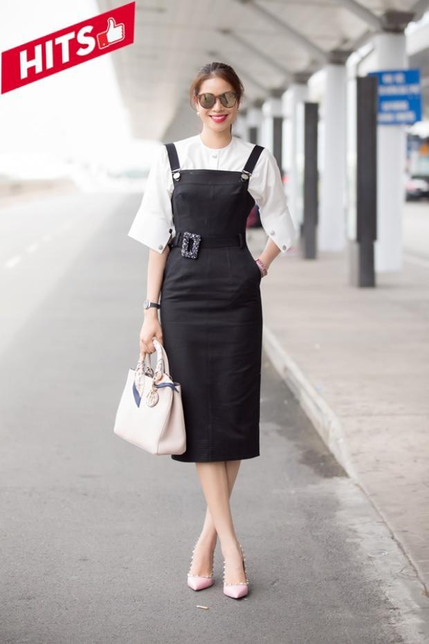 Phạm Hương xuất hiện ở sân bay với set đồ trẻ trung, cô không quên tạo nên sự chỉn chu bằng chiếc túi hiệu Dior màu hồng mỗi lần đi công tác.