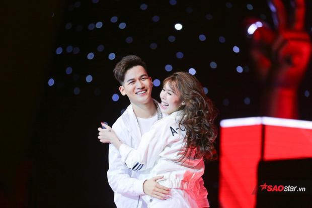 Với thần thái rạng rỡ và tinh thần cực tốt, Ali Hoàng Dương đã khiến khán giả thật sự bùng nổ với Let Me Love You.